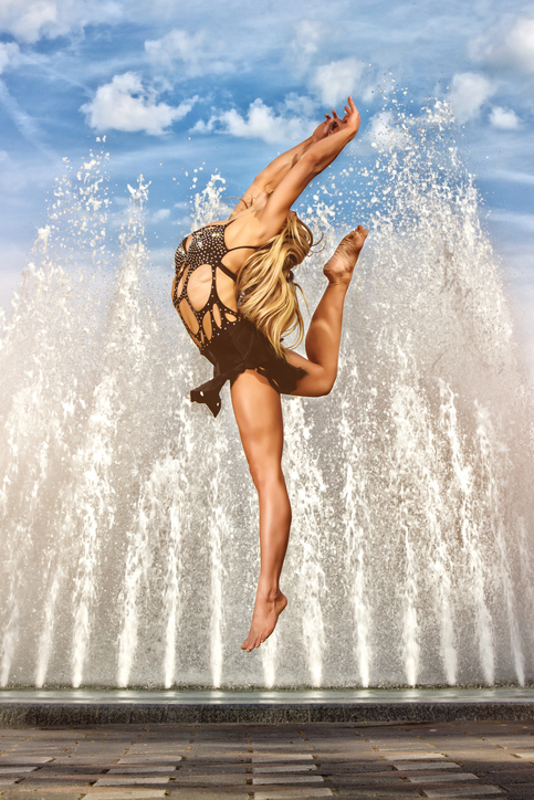 Beautiful Street Dancer in front of the Fountain